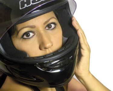 article-new_ehow_images_a06_v3_v6_wearing-helmet-motorcycle-800x800